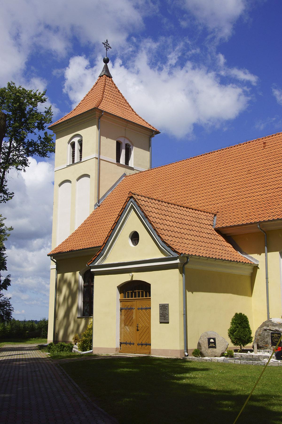 XVIII-wieczny kościół pod wezwaniem Trójcy Przenajświętszej w Budrach