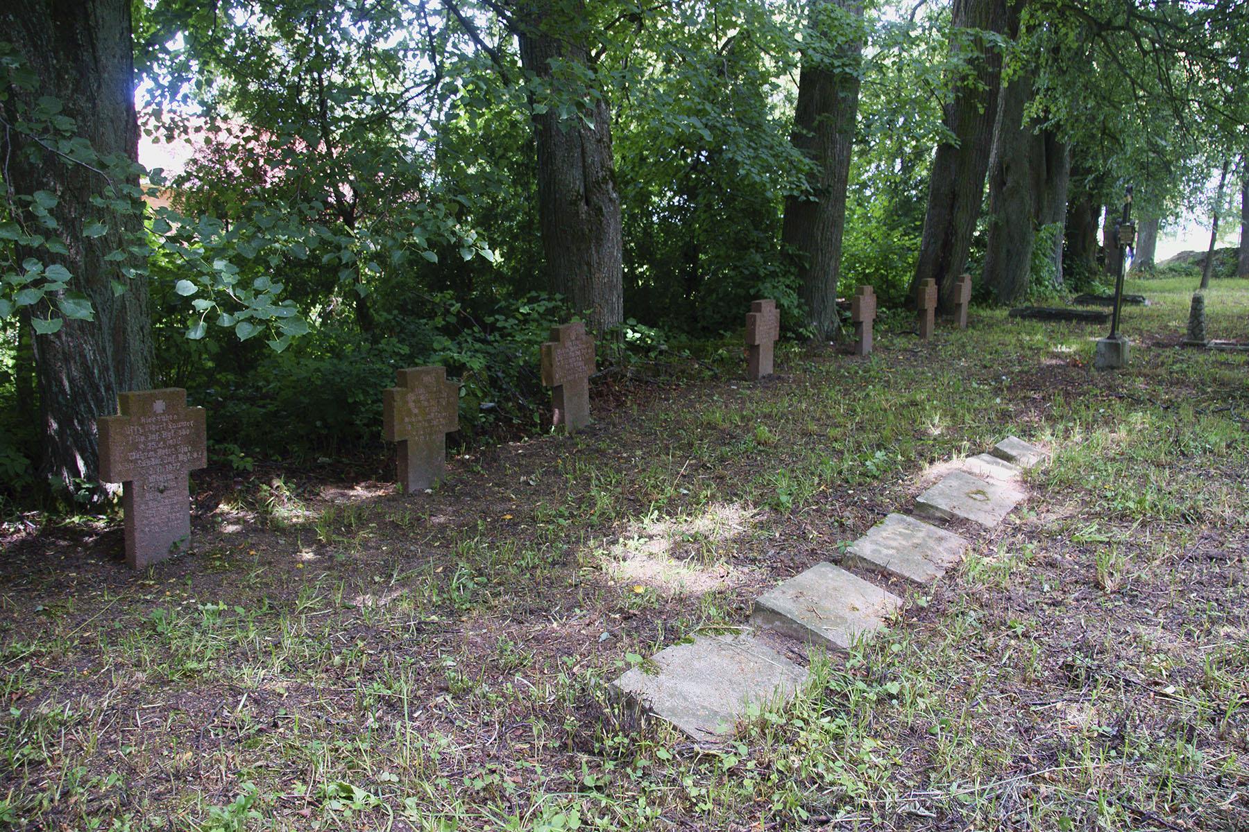 Kwatery żołnierskie z I wojny światowej na starym cmentarzu wiejskim w Pawłowie