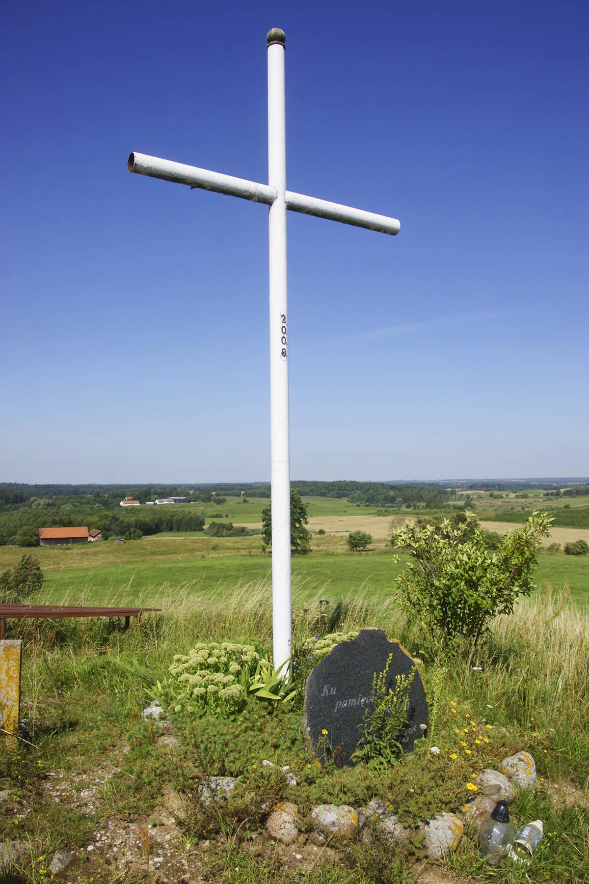 Krzyż millenijny na szczycie Brzozowskiej Góry
